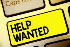 Textzeichen-Vertretung Hilfe gewünscht Die Begriffsfotoanzeige, die in Zeitung von den Arbeitgebern gelegt wird, suchen Angestell lizenzfreie stockfotos