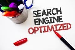 Textzeichen, welches die Suchmaschine optimiert zeigt Begriffsfoto, das on-line-Sicht für Website oder Blog weißen Hintergrund g  Stockfotografie
