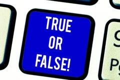 Textzeichendarstellen wahr oder Falsequestion Begriffsfotoreihe als wahre oder falsche Tastatur markiert zu werden Aussagen, stockfotos