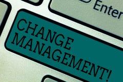 Textzeichenvertretung Änderungs-Management Begriffsfoto ersetzen Führungen oder Leute-verantwortliche Ersatz-Taste Absicht stockfotografie
