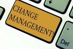 Textzeichenvertretung Änderungs-Management Begriffsfoto ersetzen Führungen oder Leute-verantwortliche Ersatz-Taste stockbilder