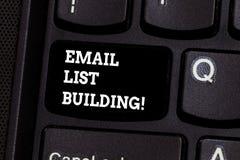 Textzeichenvertretung E-Mail-Listen-Gebäude Begriffsfoto erlaubt Verteilung von Informationen analysisy Internetnutzern stockfotos