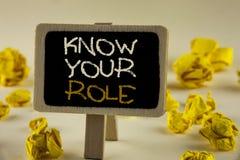 Textzeichenvertretung kennen Ihre Rolle Begriffsfoto definieren Position in Arbeit oder Lebenslauf Lebenziele Active, der auf höl Lizenzfreie Stockbilder