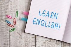 Textzeichenvertretung lernen Englisch Begriffsfotogewinn Wissen in der neuen Sprache durch starkes Seitennotizbuch der Studie erw lizenzfreie stockfotografie