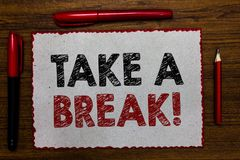 Textzeichenvertretung machen eine Pause Begriffsfoto stillstehender Halt, der etwas Erholungszeit tut, verlassen eine Arbeit rote lizenzfreies stockbild