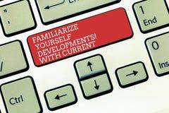 Textzeichenvertretung machen sich mit aktuellen Trends vertraut Begriffsfoto ist aktuelle späteste Technologien Tastatur lizenzfreie stockfotografie