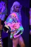 Teyana Taylor poserar på landningsbanan för den Blonds modeshowen Royaltyfri Bild
