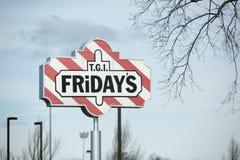TGI星期五外部和商标 TGI星期五` s是集中于偶然用餐的美国联锁饭店 免版税库存图片