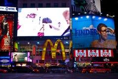 TGI sextas-feiras e Times Square de McDonald's, NYC Foto de Stock Royalty Free