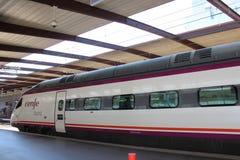 TGV высокоскоростной поезд Поезд входя в станцию Стоковая Фотография RF