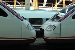 TGV высокоскоростной поезд Поезд входя в станцию Стоковое Фото