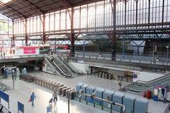 TGV высокоскоростной поезд Поезд входя в станцию Стоковое Изображение RF