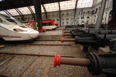 TGV hoge snelheidstrein in Sants-post in Barcelona Stock Afbeeldingen