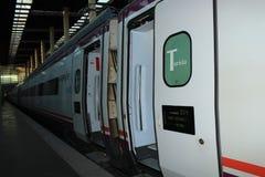TGV prędkość wysoki pociąg Taborowy wchodzić do stację obraz stock