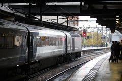 TGV-trein die op vertrek van de post van Leeds wachten Royalty-vrije Stock Foto