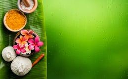 thème de station thermale de frangipani de fleur de cuvette image libre de droits