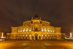 Théâtre d'opéra de Dresde la nuit Image stock