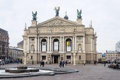 Théâtre d'opéra et de ballet dans Lvov, jour d'hiver Photos stock
