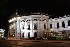 Théâtre de Burg à Vienne la nuit photo libre de droits