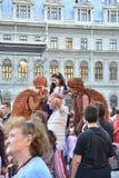 Théâtre de rue sur B-FIT dans la rue Bucarest 2015 Photos libres de droits