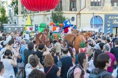 Théâtre de rue sur B-FIT dans la rue Bucarest 2015 Photographie stock libre de droits