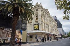 Théâtre du ` s de Sa Majesté et perspective de rue images stock