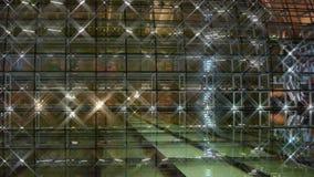 Théâtre grand national de Pékin Chine par réflexion dans l'eau de lac la nuit soirée banque de vidéos