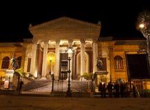 Théâtre Massimo par nuit Photographie stock libre de droits
