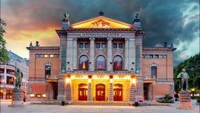 Théâtre national d'Oslo, Norvège - laps de temps Photos stock