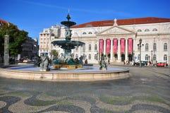 Théâtre national sur la place de Dom Pedro IV à Lisbonne Image stock