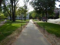 Théâtre tricentenaire et université Hall, yard de Harvard, Université d'Harvard, Cambridge, le Massachusetts, Etats-Unis Image stock