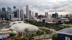Théâtres d'esplanade sur la baie avec la ville de Singapour image libre de droits