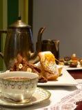 Thé anglais avec le pain de boulangerie Photographie stock libre de droits