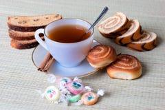 Thé avec des biscuits Photos libres de droits