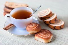 Thé avec des biscuits Photographie stock libre de droits