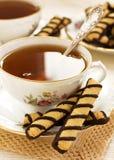 Thé avec des biscuits de chocolat Image libre de droits