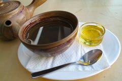 Thé avec du miel Photographie stock