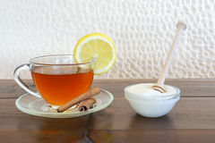 Thé avec du miel Photos stock
