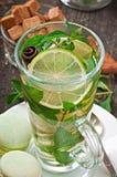 Thé avec la menthe Images stock
