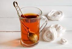 Thé avec la meringue Photographie stock