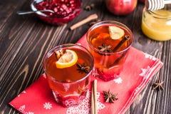 Thé avec le citron et le miel sur le fond en bois Photo libre de droits