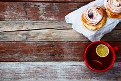 Thé avec le gâteau Image stock