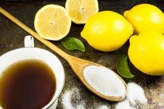 Thé avec les citrons et le sucre Photo stock