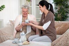 Thé avec ma grand-maman Photographie stock