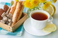 Thé avec un citron Photo libre de droits