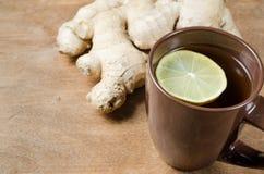 Thé chaud de gingembre avec le citron Médecine parallèle Photo libre de droits
