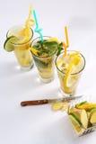 Thé d'été avec des fruits frais photographie stock libre de droits