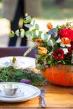 Thé d'automne en parc images stock