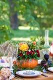 Thé d'automne en parc photo libre de droits