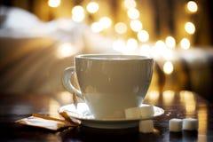 Thé dans la cuvette blanche Photographie stock